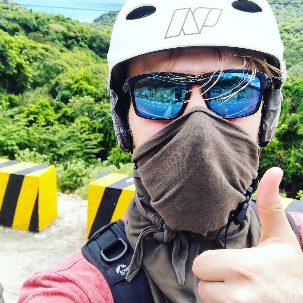 Mopoillessa kannattaa suojata silmät ja ilmavirralle altistuvat ruumiinontelot